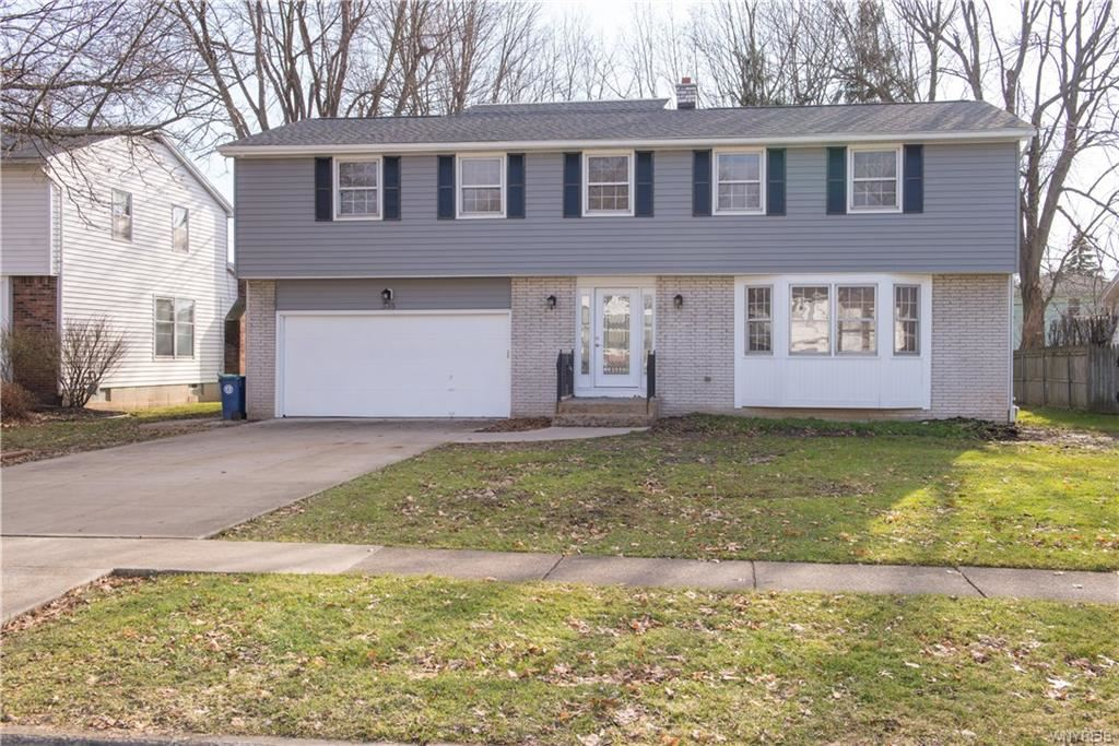 Photo for 338 Cottonwood Drive, Williamsville, NY 14221 (MLS # B1246515)