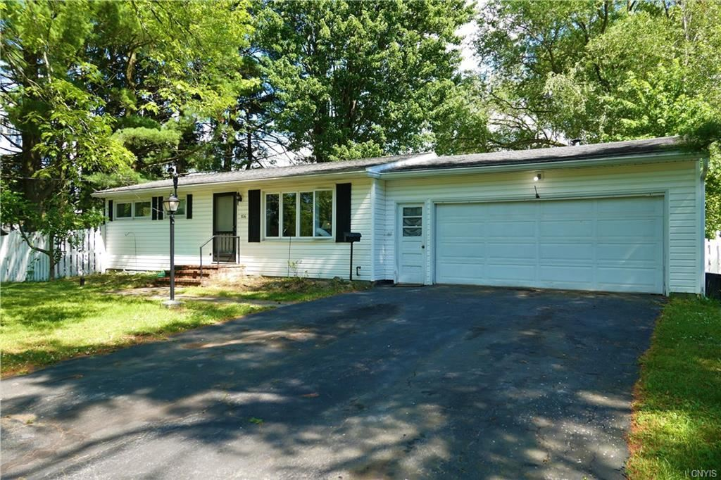 104 Ontario Place, Liverpool, NY 13088 - #: S1275596
