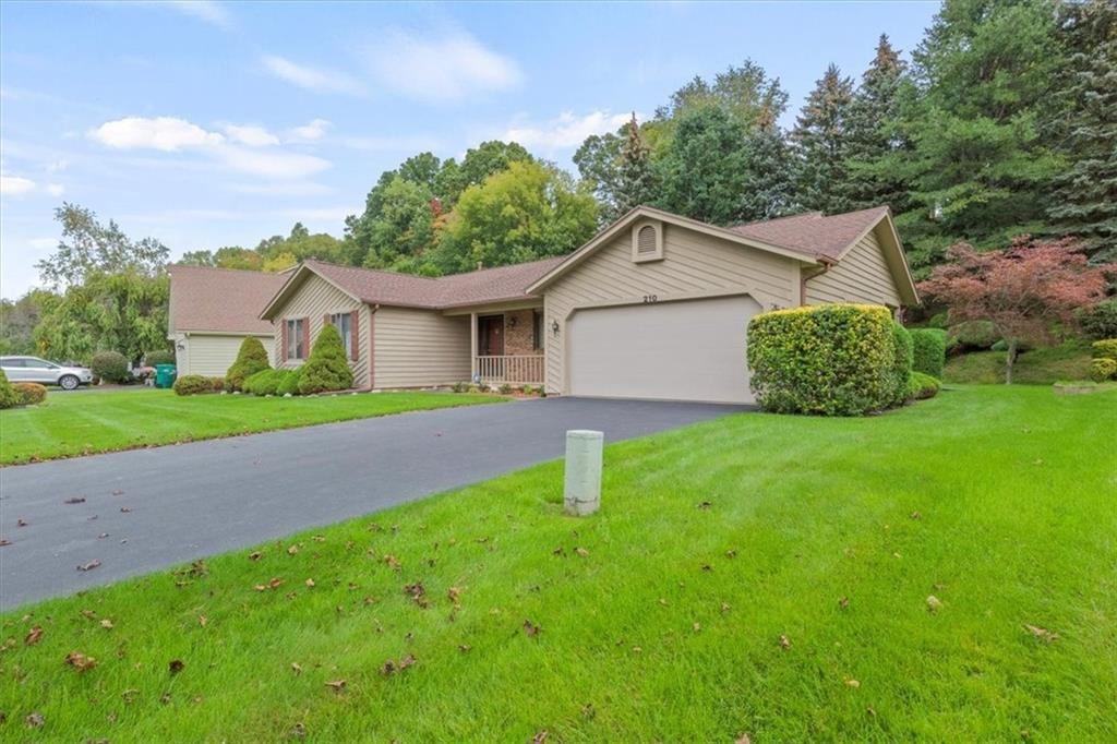 210 Willow Creek Lane, Rochester, NY 14622 - MLS#: R1372633