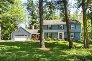 Photo of 15 Tanglewood Drive East, Orchard Park, NY 14127 (MLS # B1204680)