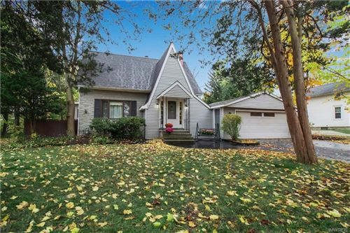 Photo of 153 N Maple Drive, Williamsville, NY 14221 (MLS # B1304687)