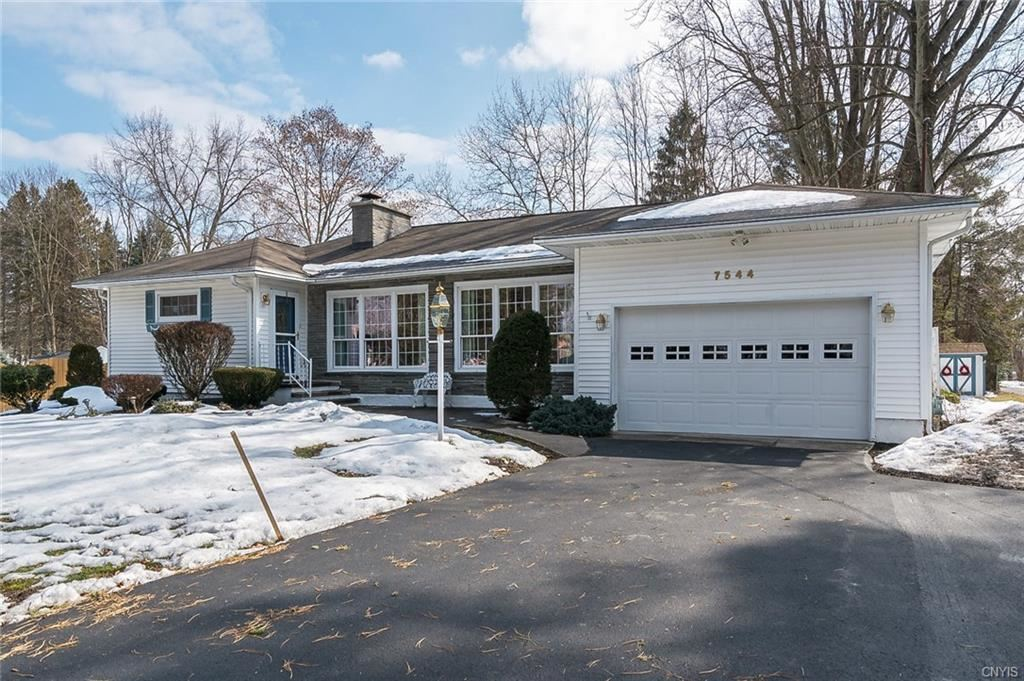 7544 Elmcrest Road, Liverpool, NY 13090 - #: S1322801