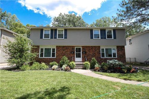 Photo of 138 E Summerset Lane, Amherst, NY 14228 (MLS # B1282873)