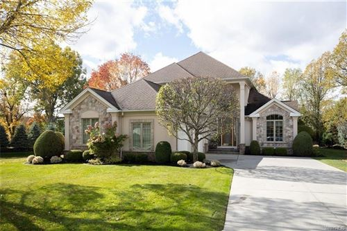 Photo of 32 Summer Hill Ct, Williamsville, NY 14221 (MLS # B1303995)