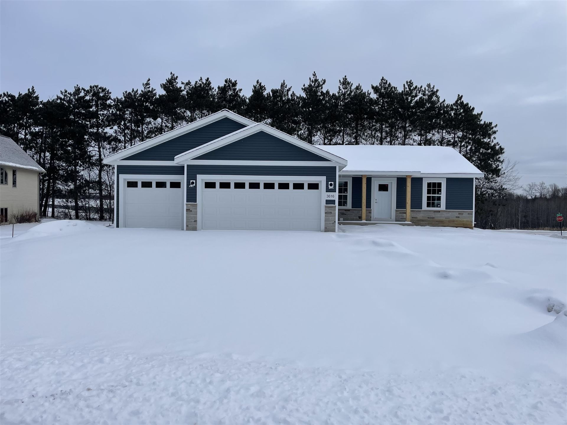 Photo for 3616 GOLF VIEW DRIVE, Wausau, WI 54403 (MLS # 22105103)