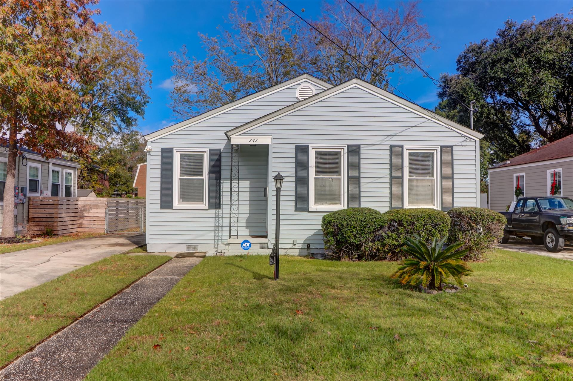 Photo of 242 W Poplar Street, Charleston, SC 29403 (MLS # 20032068)