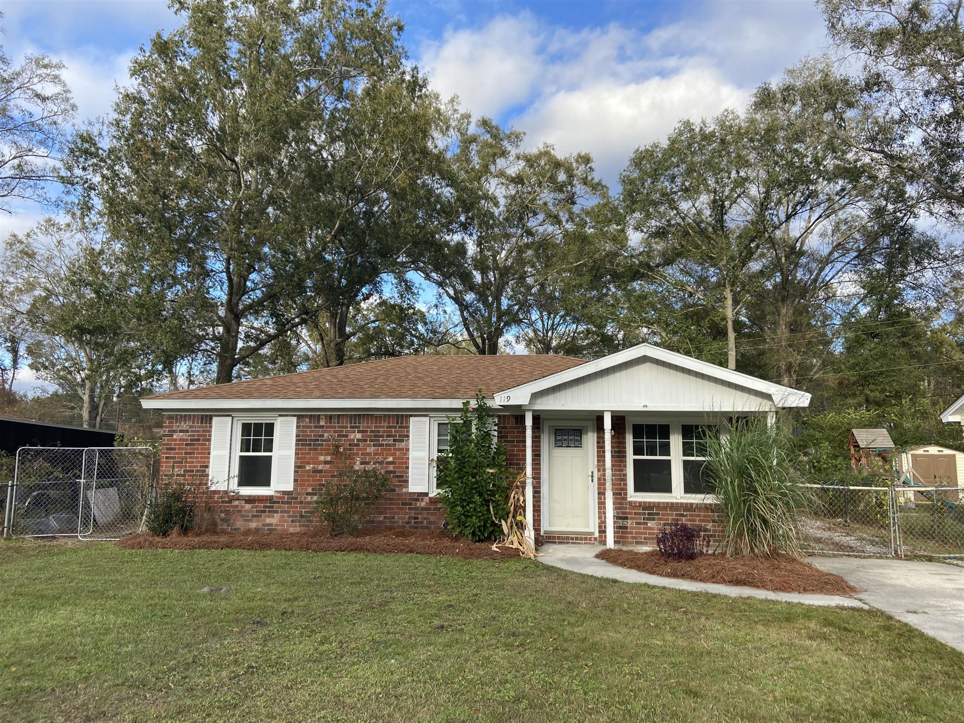 Photo of 119 Dorchester Manor Boulevard, North Charleston, SC 29420 (MLS # 20032107)