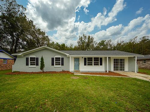 Photo of 302 Sprucewood Drive, Summerville, SC 29485 (MLS # 20029663)
