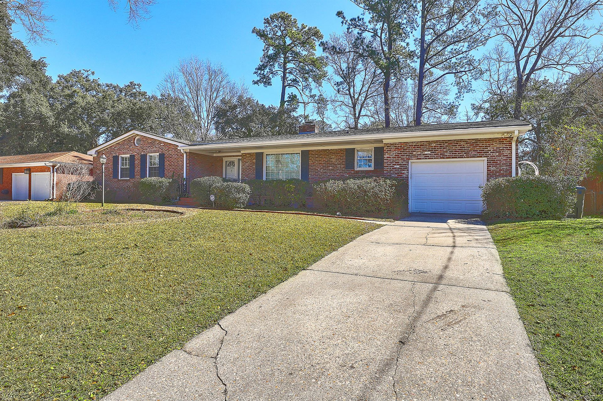 Photo of 1930 Westminster Road, Charleston, SC 29407 (MLS # 21004831)