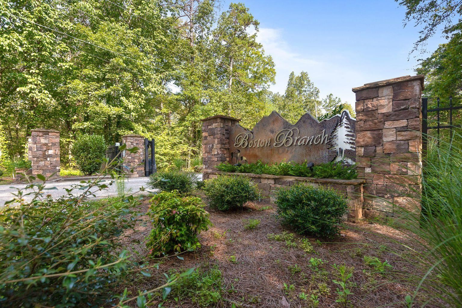 Photo for 2319 Little Bend Rd, Signal Mountain, TN 37377 (MLS # 1337894)