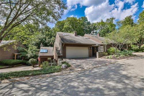 Photo of 25 Spring Hill Drive, Mariemont, OH 45227 (MLS # 1715437)
