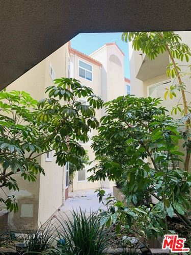 Photo of 620 S Gramercy Place #105, Los Angeles, CA 90005 (MLS # 21716506)