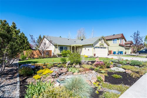 Photo of 1547 NW Spruce Avenue, Redmond, OR 97756 (MLS # 220122030)