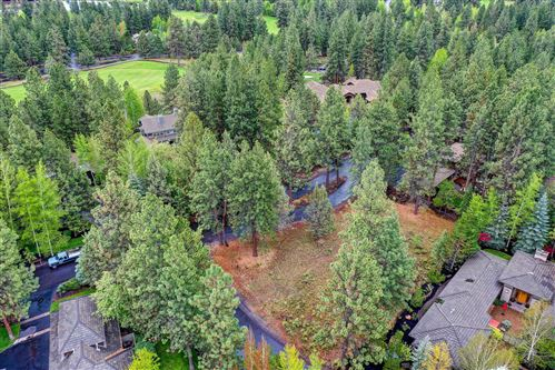 Photo of 19401 SW Rim Lake Court, Bend, OR 97702 (MLS # 220101032)