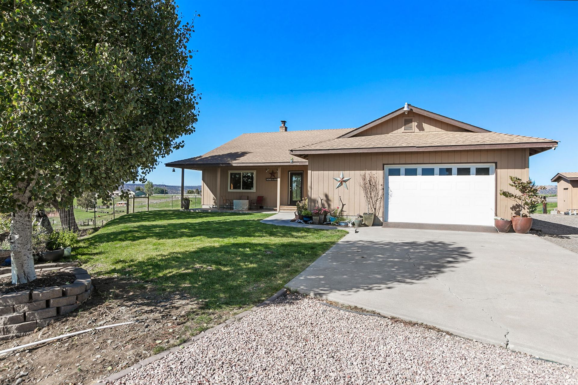 Photo of 6045 NW Puckett Road, Prineville, OR 97754 (MLS # 220132033)