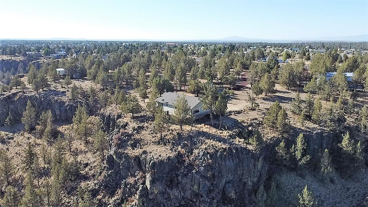 Photo of 14549 SW Peninsula Drive, Terrebonne, OR 97760 (MLS # 220132036)