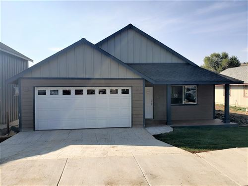 Photo of 560 SW Lincoln Street, Madras, OR 97741 (MLS # 220103044)