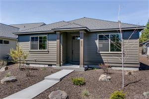 Photo of 51832 Hollinshead Place, La Pine, OR 97739 (MLS # 201802046)
