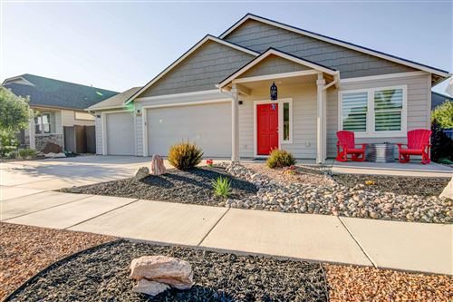 Photo of 2423 NW Ivy Avenue, Redmond, OR 97756 (MLS # 220128046)