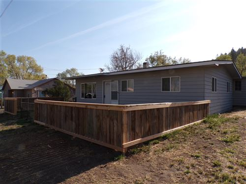 Photo of 900 SE Willowdale Drive, Prineville, OR 97754 (MLS # 220121085)