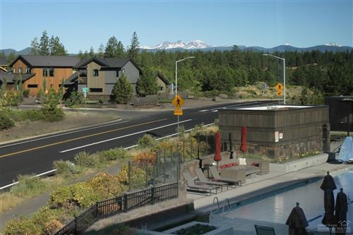 Photo of 19110 Gateway Loop, Bend, OR 97702 (MLS # 201807090)