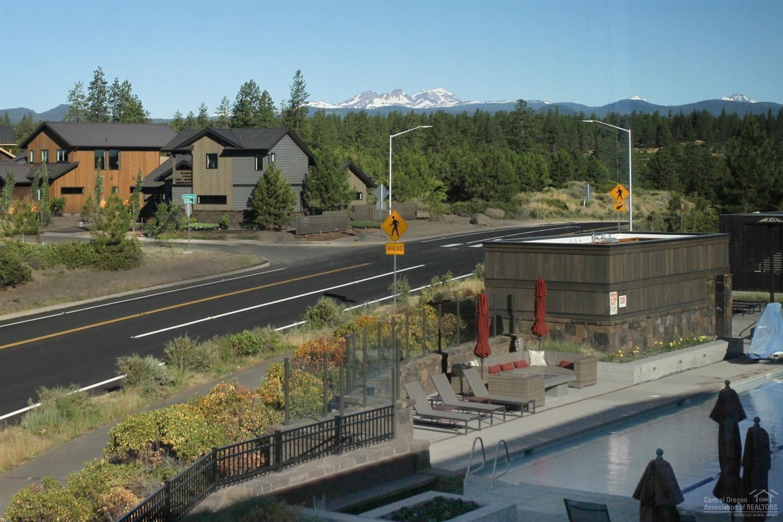 Photo for 19110 Gateway Loop, Bend, OR 97702 (MLS # 201807090)