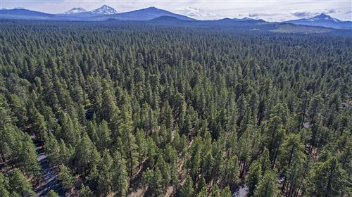 Photo of 13759 Partridge Foot, Black Butte Ranch, OR 97759 (MLS # 220104101)