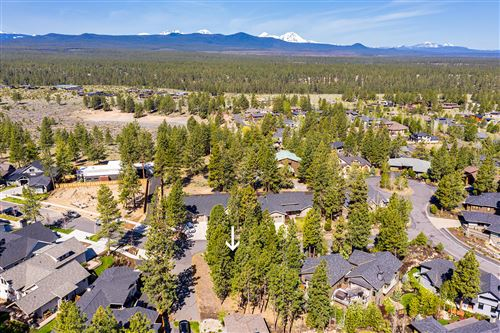 Photo of 62702 NW Mt Thielsen Drive, Bend, OR 97703 (MLS # 220101105)