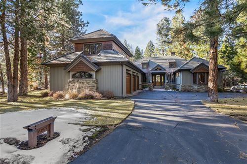 Photo of 61875 Bunker Hill Court, Bend, OR 97702 (MLS # 220117111)
