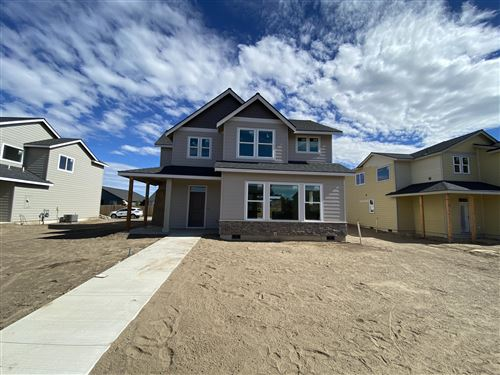 Photo of 748 NW 27th Street, Redmond, OR 97756 (MLS # 220127114)