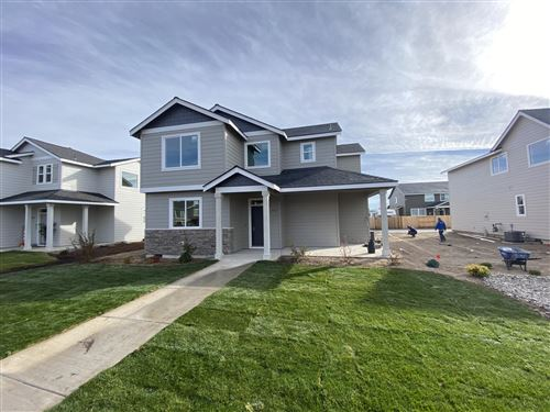 Photo of 752 NW 27th Street, Redmond, OR 97756 (MLS # 220127115)