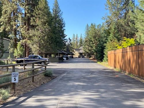 Photo of 801 E Hwy 20 #5B, Sisters, OR 97759 (MLS # 220104120)