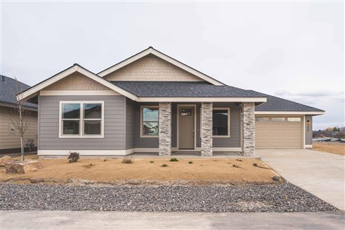 Photo of 2646 NW 25th Street, Redmond, OR 97756 (MLS # 220102128)