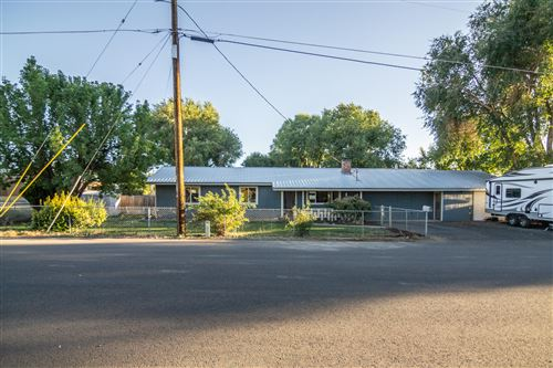 Photo of 1670 SE Mountain View Drive, Prineville, OR 97754 (MLS # 220133132)