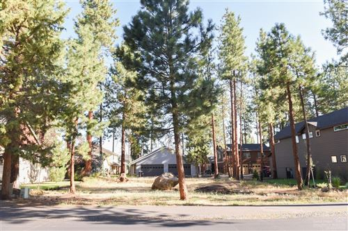 Photo of 946 E Timber Pine Drive, Sisters, OR 97759 (MLS # 201908136)