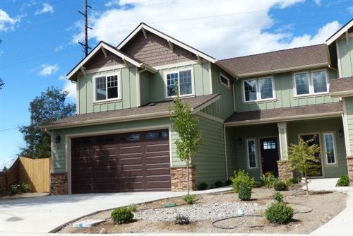 Photo of 823 SW 26th Court, Redmond, OR 97756 (MLS # 220108162)