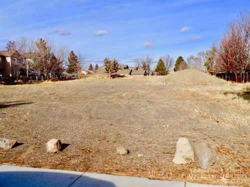 Photo of 2015 SW Timber Avenue, Redmond, OR 97756 (MLS # 201900197)