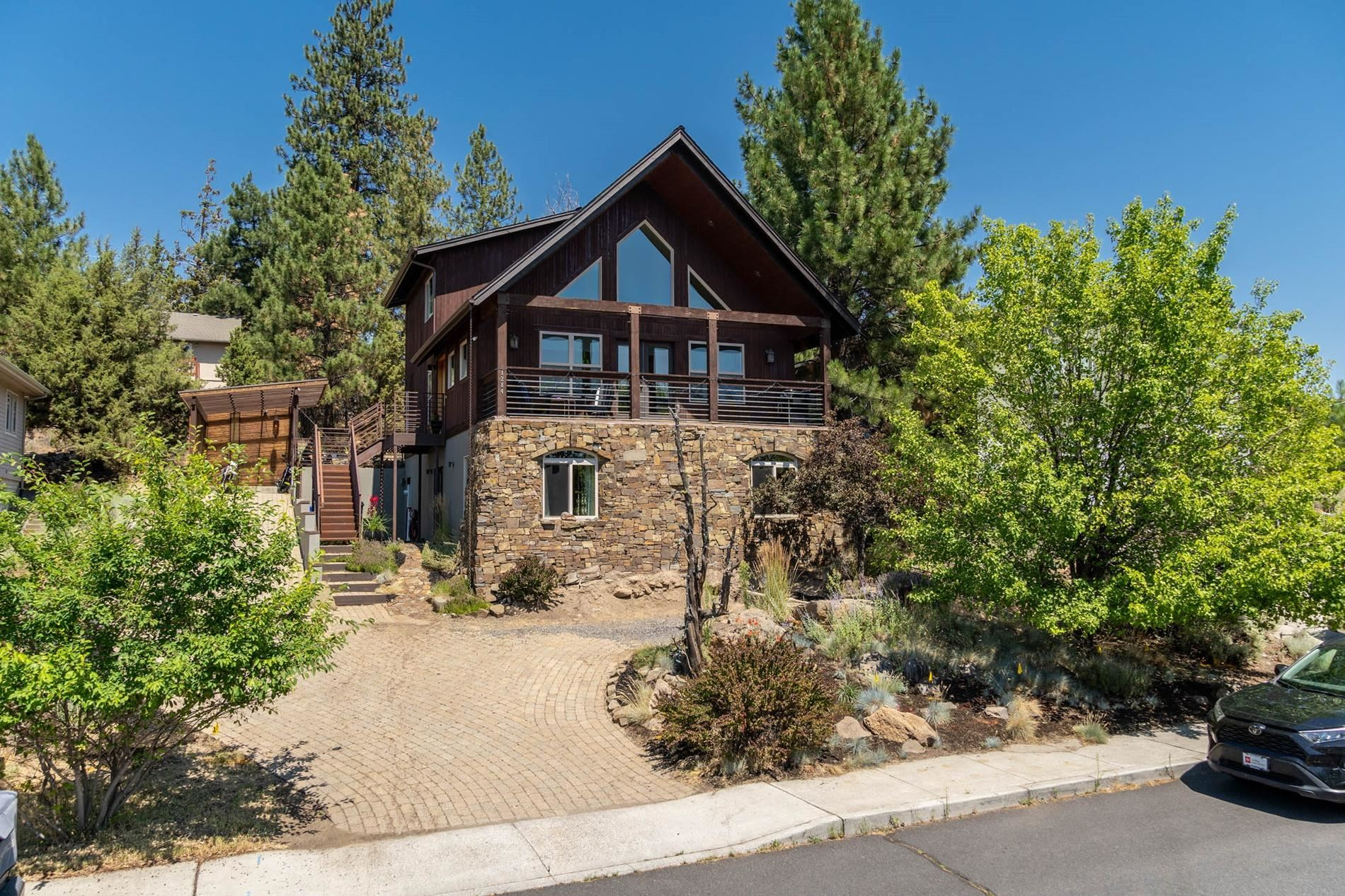 Photo of 1284 NW Ogden Avenue, Bend, OR 97703 (MLS # 220106197)