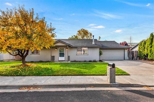 Photo of 2342 SW Glacier Avenue, Redmond, OR 97756 (MLS # 220134206)