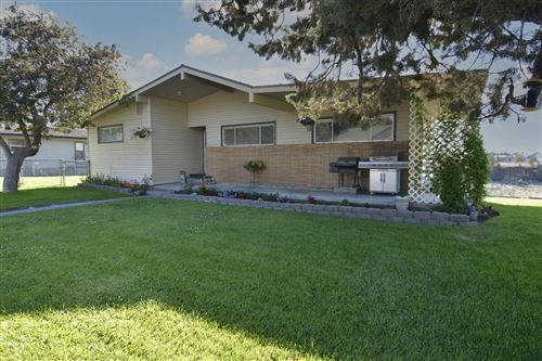 Photo of 553 Canyon Drive, Redmond, OR 97756 (MLS # 220125207)