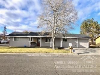 Photo of 599 SE Holly Street, Prineville, OR 97754 (MLS # 202000219)