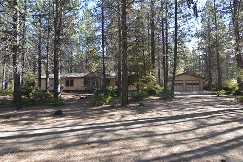 Photo of 51942 Pacific Willow, La Pine, OR 97739 (MLS # 220111223)