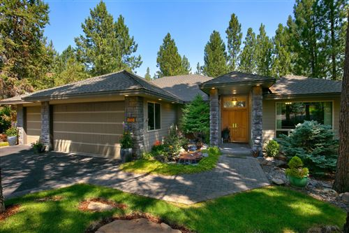 Photo of 2610 NW Morris Court, Bend, OR 97703 (MLS # 220106240)