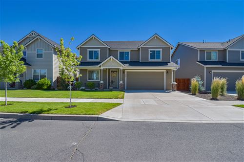 Photo of 464 NW 29TH Street, Redmond, OR 97756 (MLS # 220127241)