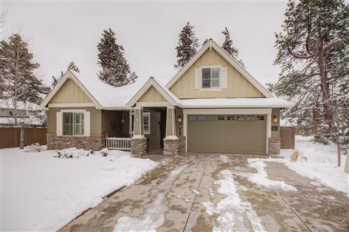 Photo of 1065 E Horse Back Trail, Sisters, OR 97759 (MLS # 202002272)