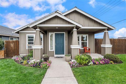 Photo of 1557 NE 5th Street, Redmond, OR 97756 (MLS # 220128282)