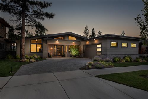 Photo of 62653 NW Mt. Thielsen Drive, Bend, OR 97703 (MLS # 220106304)
