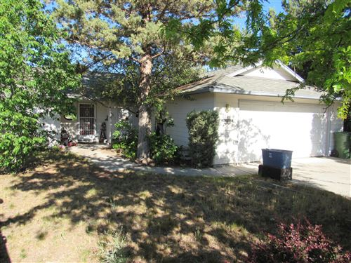 Photo of 1053 SW Kenwood Drive, Madras, OR 97741 (MLS # 220125308)
