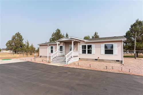 Photo of 5904 SW Shad Road, Terrebonne, OR 97760 (MLS # 220109317)