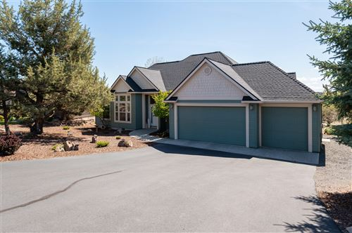Photo of 1800 Murrelet Drive, Redmond, OR 97756 (MLS # 220122319)